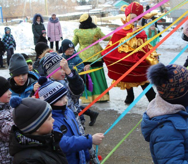 Ученики проводили зиму с играми и танцами
